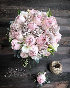 """БУКЕТ НЕВЕСТЫ СПБ   ОФОРМЛЕНИЕ on Instagram: """"Всем отличных выходных 🌿 Один из любимых букетов , в составе пионовидные розы, сортовая роза мента , ароматная фрезия и озатамус👌🏻 Цена…"""" May Weddings, Flower Bouquet Wedding, Flower Decorations, Pink Flowers, Marie, Dream Wedding, Floral Wreath, Wreaths, Bridal"""