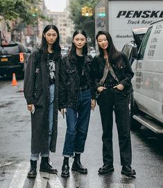 NYFW Street Styles, Captured By Individuals Tagged. Cover 50 korean style NYFW Street Styles, Captured By Individuals Tagged. Asian Street Style, Nyfw Street Style, Japanese Street Fashion, Asian Fashion, Street Style Women, Street Wear, Korean Style, Tokyo Street Style, Outfit Graduacion