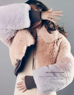 """Enter the Autumn with plush pastel (faux) fur inspiration. Kasia Struss in """"Special Mode"""" for Elle France August photo by Nagi Sakai. Fur Fashion, I Love Fashion, Winter Fashion, Style Fashion, Outfits Otoño, Fur Jacket, Editorial Fashion, Fashion Photography, Just For You"""