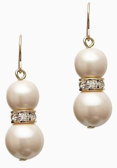 love these #KateSpade pearl drop earrings http://rstyle.me/n/gx379r9te