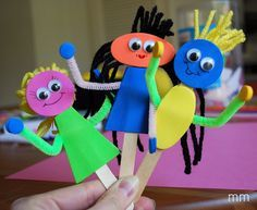 MirandaMade: Popsicle Stick Puppets    popsicle sticks, pipe cleaners, sticky back foam, googly eyes, yarn scraps