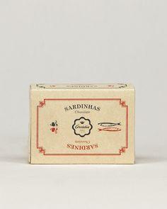 A Vida Portuguesa - Sardinhas de Chocolate Arcádia Gift Box Packaging, Vintage Packaging, Vintage Labels, Food Packaging, Packaging Design, Branding Design, Retro Design, Vintage Designs, Graphic Design