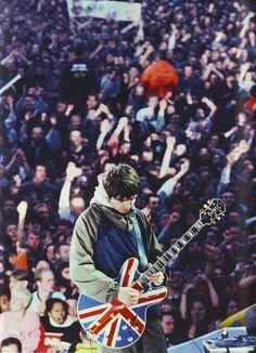 """Noel Gallagher with his Epiphone Sheraton Union Jack Guitar. """"Yeah, epiphones are cheap guitars.it's OASIS for gods sake! These guitars rock! Noel Gallagher, Oasis Band, Pop Rock, Rock N Roll, Great Bands, Cool Bands, Banda Oasis, Rock Festival, Liam And Noel"""