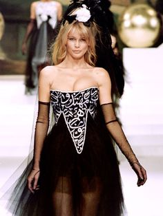 100 of everyone's fave '90s supermodels in their glory days: Claudia Schiffer (1994)