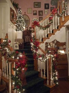 Last Trending Get all christmas decorations for banisters pictures Viral p jpg Merry Christmas, Christmas Room, Christmas Scenes, Rustic Christmas, Christmas Stairs Decorations, Christmas Staircase, Victorian Christmas Decorations, Christmas Interiors, Christmas Inspiration