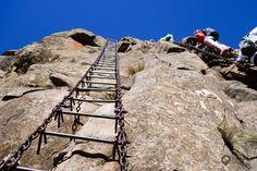 Das Amphitheater in den nördlichen Drakensbergen, genauer gesagt im Royal Natal Nationalpark ist ein Highlight von Südafrika. Das Amphitheater und der nördliche Teil der Drakensberge ist gut in eine Route durch Südafrika einzubinden, oder als Kurztrip von Johannesburg zu machen. Ich habe es als Dreitagestrip von Jo´burg aus gemacht, da ...