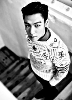 CHRISTMAS SWEATER & T.O.P OMFG, must find and must buy (the whole package)