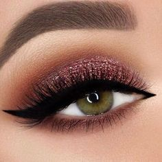 Eye makeup tutorial blue eyes ideas brown eyes green eyes for beginners step by . Augen Make-up Tutorial blaue Augen Ideen braune Augen . Sexy Eye Makeup, Glitter Eye Makeup, Eye Makeup Tips, Gorgeous Makeup, Makeup Eyeshadow, Makeup Ideas, Makeup Tutorials, Makeup Trends, Sparkle Makeup