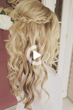 Girls with curly hair often have some difficulty with hairstyles. We're here to help! Check out amazing curly wedding hairstyles ideas! Formal Hairstyles For Long Hair, Romantic Hairstyles, Wedding Hairstyles For Long Hair, Down Hairstyles, Prom Hairstyles, Christmas Hairstyles, Simple Hairstyles, Hairstyle Ideas, Curly Wedding Hair