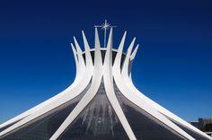 Catedral de Brasília é uma das principais obras de Niemeyer na capital federal