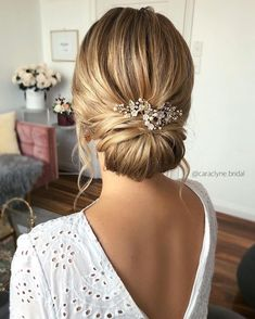 100 Prettiest Wedding Hairstyles For Ceremony & Reception - weddinghair updo hairstyle bridalhair ,bridal hairstyle ,wedding updo messyUpdos 651262796096038695 Wedding Hair And Makeup, Wedding Beauty, Natural Wedding Makeup, Bride Makeup, Bridal Beauty, Natural Makeup, Hairstyle Bridesmaid, Hairstyle Wedding, Wedding Hair Buns