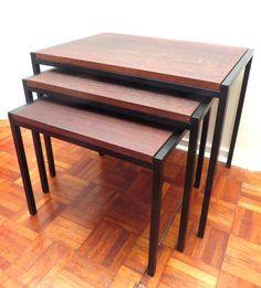Set van 3 vintage bijzettafels met een metalen frame en houten blad