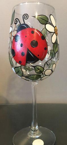 Diy Wine Glasses, Decorated Wine Glasses, Hand Painted Wine Glasses, Painting Glass Jars, Bottle Painting, Glass Paint, Wine Painting, Bottle Art, Wine Glass Crafts
