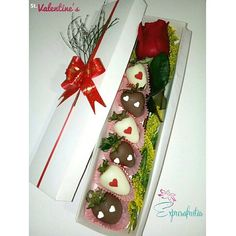 Valentine's Day with Expresafrutas...strawberries with chocolate and rose!