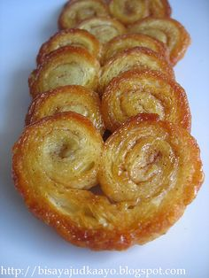 Petite Palmiers for the wedding cookies.yes please - Petite Palmiers for the wedding cookies. Puff Pastry Desserts, Puff Pastry Recipes, Mexican Food Recipes, Sweet Recipes, Baking Recipes, Cookie Recipes, French Desserts, Wedding Cookies, Yummy Cookies
