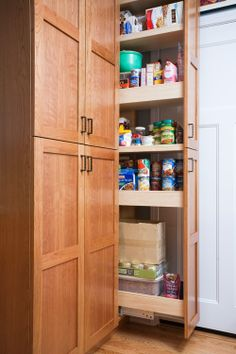 Sunnyvale, CA: Pantry opened. Valley Home Builders.