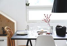 Iittala Essence wine glasses, Sarpaneva cast iron pot, Sarjaton glasses. Via hunajaista.bellablogit.fi