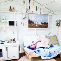 Building your little one a playhouse in the backyard will surely make them happy. There are a few things you should know before you build a playhouse for kids. Kids Cubby Houses, Kids Cubbies, Play Houses, Playhouse Interior, Build A Playhouse, Playhouse Decor, Playhouse Ideas, Wendy House, Inside Home