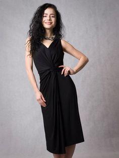 Řasené asymetrické šaty černé