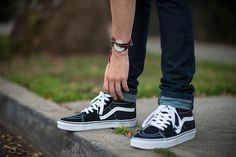 Skate inspired shoes with serious style. Vans Suede/Canvas Hi. Canvas and suede uppers. Vans Sk8 Hi Outfit, Sk8 Hi Vans, Tenis Converse, Vans Suede, Vanz, Summer Outfits, Chill Outfits, Dope Outfits, Mens Fashion