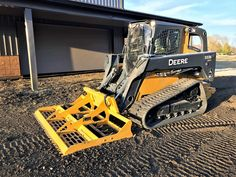 This multipurpose leveler, grades, levels, cuts and prepares work sites. Skid Steer Attachments, Tractor Attachments, Excavation Equipment, Bobcat Equipment, Cat Construction, Excavator Buckets, New Holland Skid Steer, Tractor Accessories, Earth Moving Equipment