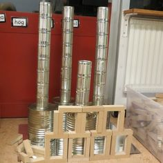 Tin cans and blocks for building and design ≈≈… Reggio Classroom, Toddler Classroom, Classroom Setup, Play Based Learning, Project Based Learning, Learning Centers, Preschool Block Area, Preschool Activities, Block Center