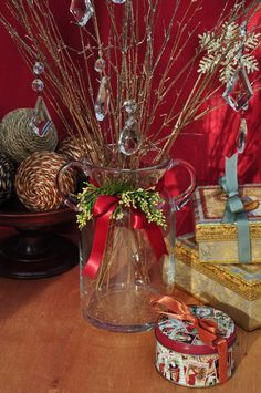 christmas vase w sparkle