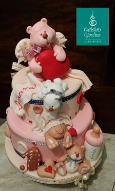 What's sweeter than teddy bears for a romantic little girl? A delicious cake for those who never stop to daydream! Totally handmade, Sugarpaste.
