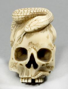 A Good Japanese Meiji Period Ivory Skull And Snake Netsuke Tattoo Sleeve Designs, Sleeve Tattoos, Art Deco Diamond, Diamond Brooch, Memento Mori Art, South Indian Jewellery, Small Sculptures, Selling Antiques, Bone Carving
