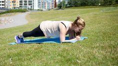Personal trainer Liisa Saukkonen ohjeistaa tehokkaan treenin, jossa vartalon isot lihakset pääsevät töihin. Treeni on helppo toteuttaa kotioloissa tai ulkona, koska et tarvitse ylimääräisiä välineitä vaan harjoittelu tapahtuu kehonpainoa hyödyntäen.... Lue lisää
