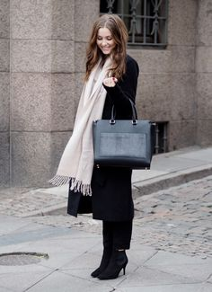 DECADENT 263 Working bag with clutch and Alice Pointy boot worn by Danish blogger Mia Gardum