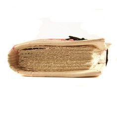 Questo morbido Gazzetta è composto di acrilico di spessore feltro e tela di cotone pesante, off-bianco/beige che ho dipinto con colori della tessile. Esso può essere ulteriormente decorato con un pennarello per stoffa o una penna.  La carta è strappata e accuratamente cucite con filo di lino forte mano. Prende tutti gli strumenti di scrittura e funziona anche come un album da disegno per materiali asciutti.  Dimensione: appr. 12 x 16 cm (4.7 x 6,3 pollici) Carta: panna, 120 g/m ², p...