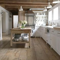 Farmhouse Kitchen Decor Ideas: Great Home Improvement Tips You Should Know! You need to have some knowledge of what to look for and expect from a home improvement job. Home Design, Küchen Design, Farmhouse Kitchen Interior, Layout Design, French Country Kitchens, Chula, New Kitchen, Kitchen Board, Home Kitchens