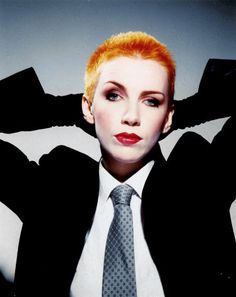 Singer Annie Lennox gained international fame with the duo The Eurythmics in the 1980s. She laid claim on a highly successful solo career beginning in the 1990s.