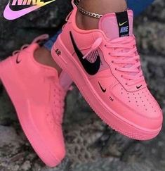 Shared by ρєα¢єσƒмιη∂ 🤍. Find images and videos about fashion, nike and sneakers on We Heart It - the app to get lost in what you love. Cute Nike Shoes, Cute Nikes, Cute Sneakers, Pink Nike Shoes, Pink Nikes, Girls Nike Shoes, Shoes Sneakers, Nikes Girl, Shoes Women