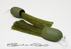 Estos pendientes de seda y flecos color verde oliva dentro de poco en Amazon Handmade. Modelo único. Templates, Dyed Silk, Olive Green, Bangs, Earrings, Colors