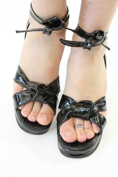 Darling 1940s ankle tie sandals! Done in a black patent leather. Double straps with knot at the toe. Long ankle ties. Leather sole has minimal wear