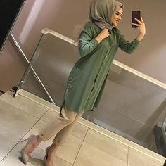ETEKLİ KOMBİN SEVERLERE 😍😍😍 ETEK 95₺ KAZAK 75₺ Abaya Fashion, Muslim Fashion, Modest Fashion, Fashion Dresses, Hijab Dress, Hijab Outfit, Modest Dresses, Cute Dresses, Fashion Illustration Dresses