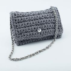 This stylish and trendy clutch is crocheted in a simple rib stitch pattern made of our very own Ribbon yarn. Choose your favorite color and design your very own clutch. Clutch Bag Pattern, Crochet Clutch Bags, Crochet Purses, Knit Or Crochet, Free Crochet, Best Leather Wallet, Leather Totes, Leather Bags, Leather Purses