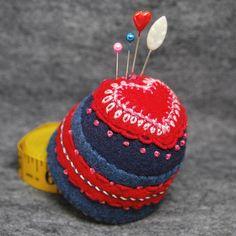 IN STOCK free ship  Heartthrob Bottlecap Pincushion