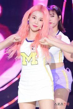 #모모랜드 주이 #코리안탑걸 Joo Won, Kpop Girl Groups, Kpop Girls, Rapper, Daisy, Korean Beauty, Hair Inspo, Kdrama, Idol