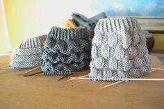 Kolme pintaneuletta sukan varteen (oikea ja nurja silmukka riittää!) – Neulovilla Love Knitting Patterns, Knitting Stitches, Knitting Socks, Crochet Socks, Diy Crochet, Knitted Hats, Knitting Projects, Crochet Projects, Crochet Accessories