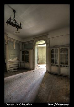Abandoned - love the light coming through the door .... Château Le Chat Noir (by Brrr Urbex)