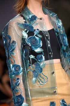 """Like this see thru jacket Holly Fulton Spring 2013 - Detailst-e-l-e-p-a-t-h-y: """"Holly Fulton Runway DetailsView all the detailed photos of the Holly Fulton spring / summer 2013 showing at London fashion week.Clear jacket with blue flowers. Elie Saab Couture, Couture Mode, Couture Fashion, Runway Fashion, High Fashion, Fashion Show, Womens Fashion, 70s Fashion, Fashion Spring"""