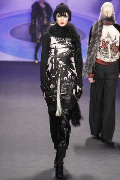 Anna Sui fall/winter 2014 collection – New York fashion week Dark Fashion, Love Fashion, Fashion Show, Autumn Fashion, Fashion Outfits, Fashion Design, Anna Sui Fashion, Blog Fotografia, Catwalk Models