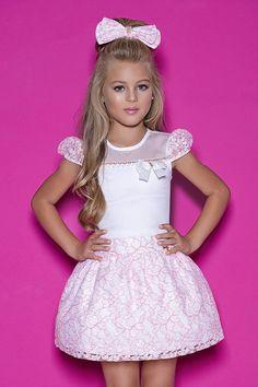 Lila Baby e Cia Moda Infantil Cute Little Girl Dresses, Cute Outfits For Kids, Cute Little Girls, Girls Dresses, Young Fashion, Teen Fashion, Tween Girls, Kids Girls, Lila Baby