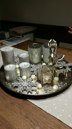 Genius Lighting Ideas for Girls Bedrooms A Christmas Story, Christmas 2019, Christmas Home, Christmas Crafts, Christmas Arrangements, Christmas Centerpieces, Xmas Decorations, Silver Christmas, Deco Table
