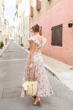 Happy Friday, everyone! Today I'm sharing a quick post from the first day we spent in Provence. I have been dreaming of visiting Provence since I was about 11 years old. It's a place I always thought would feel like home, and for someone who spent the first 10 years of their life living in 3…