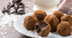 The Ultimate Treat Plate: Vegan Holiday Chocolate Truffles Vegan Chocolate Truffles, Chocolate Puro, Coconut Truffles, Truffles Recipe, Chocolate Protein, Cacao Chocolate, Belgian Chocolate, Chocolate Pudding, Homemade Chocolate