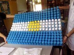 Banderas Argentinas: Ideas de cómo hacerlas con material descartable Cube, Recycling, Blanket, Toys, Crochet, Google, Future, Ideas, Mars